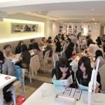 ファッショナブルな女性客で連日満員のハニートースト専門店「Dazzling Cafe」
