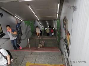 地下道階段