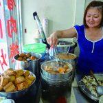 地元民のあとについて並ぼう 庶民派の味方、ザ・台湾食堂