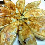 焼き餃子と酸辣湯 鍋に使われる酸白菜も絶品