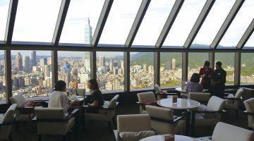 101ビルを眺める絶景ラウンジで 優雅にアフタヌーンティー
