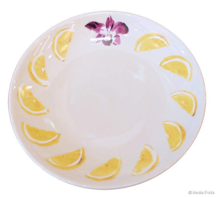 かわいいプリントのお皿。